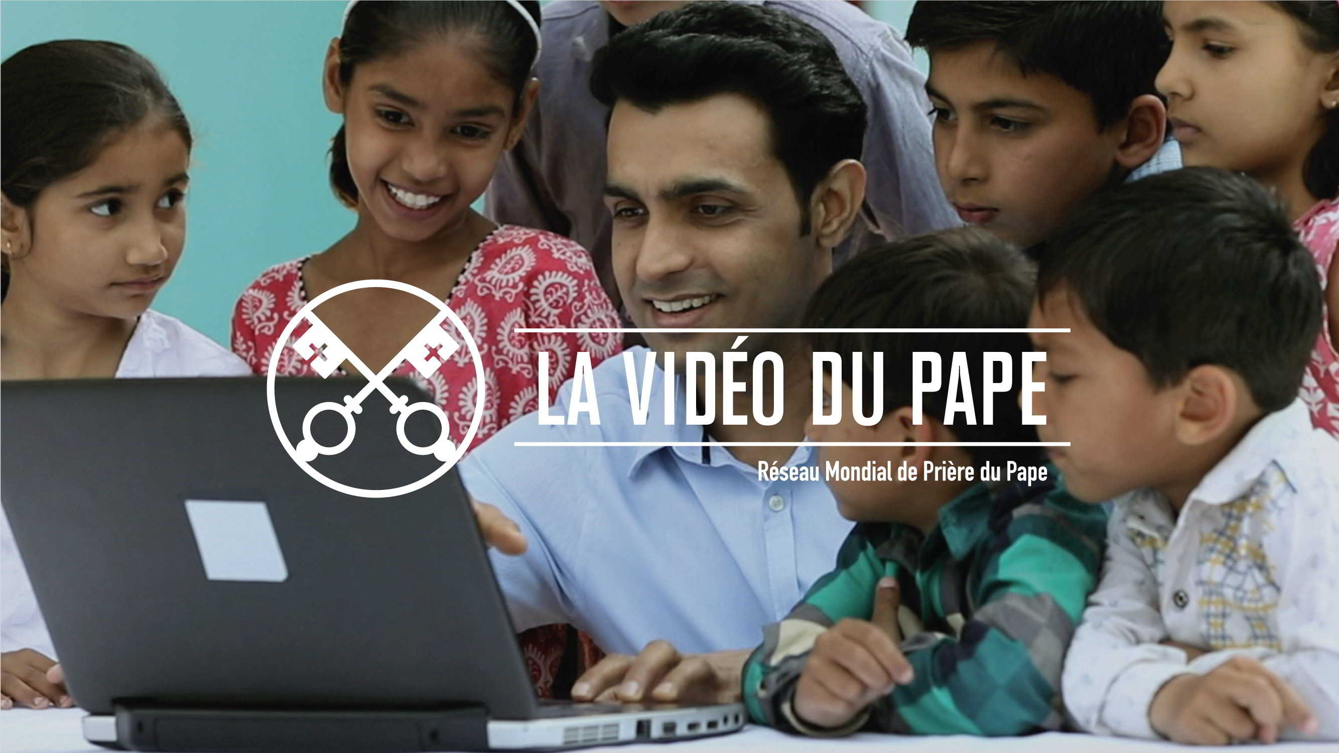 Official-Image-The-Pope-Video-6-JUN-Social-Networks-4-French